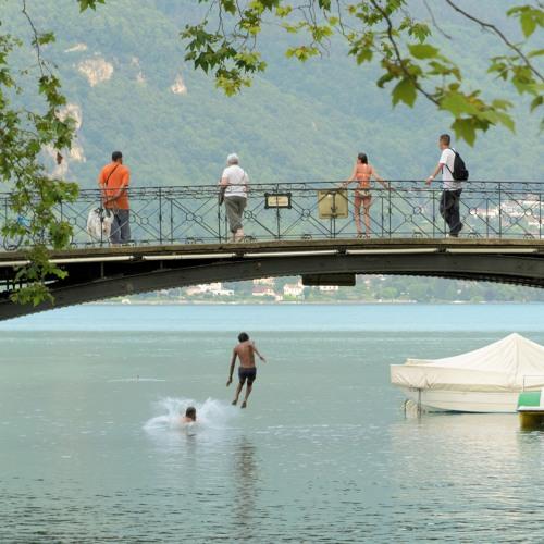 Darf man von einer Brücke in den Fluss springen?