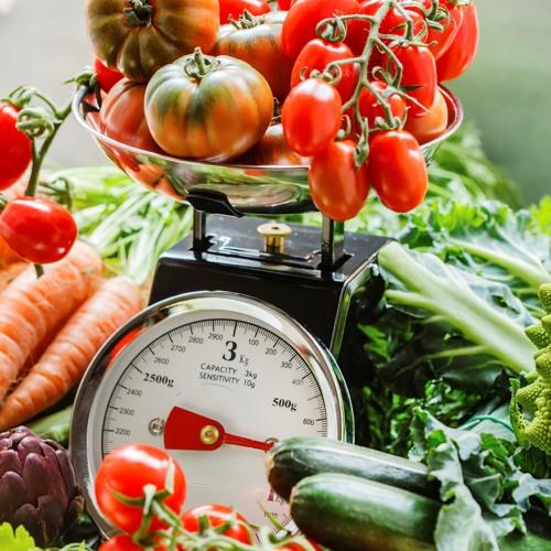 Darf man vor dem Wiegen das Unkraut vom Gemüse entfernen damit es leichter und günstiger wird?