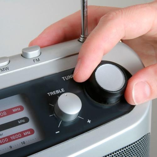 Darf man den Mitarbeitern verbieten während der Arbeit Radio zu hören?