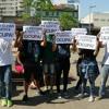Pais, alunos e professores de escolas estaduais realizam protesto contra a reorganização da rede
