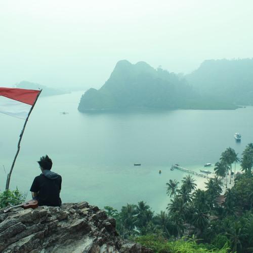 Gambar Asyiknya Pantai Kura Kartini Laut Jepara