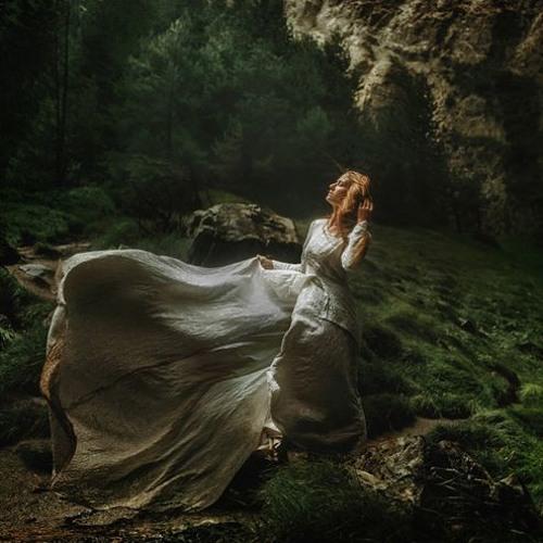 Hiken - Nature is elegant #adamaudio #woman