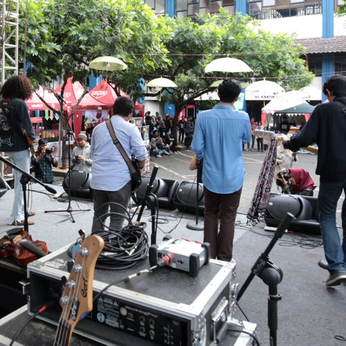 Disini Sendiri ft. Febby Orkes Minggoe Sore (live At Fikom Festival 2015)