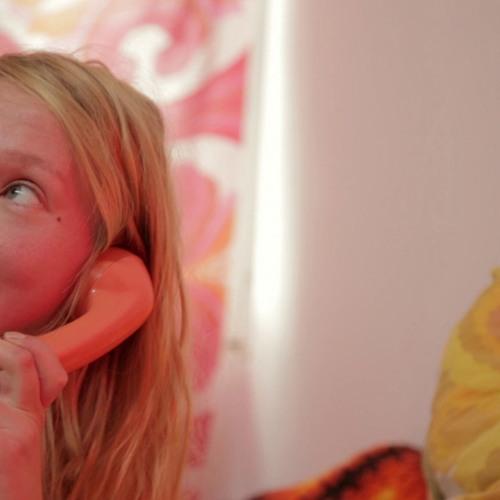 Magda am Telefon