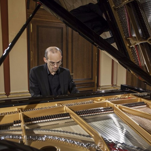 Ludwig van Beethoven - Piano Sonata in A-flat Major, Op. 26 (live, 2012)