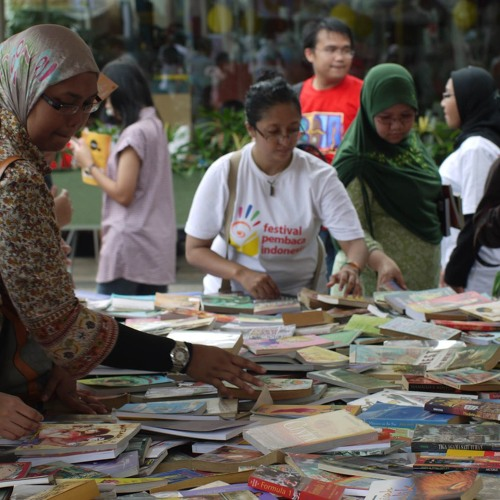 Dr Lily Yulianti Farid  promoting Indonesian culture through literature by Talking Indonesia