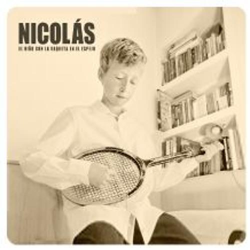 El niño con la raqueta en el espejo