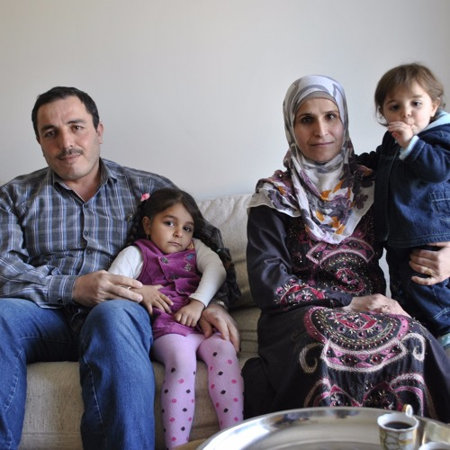 abdou et fatma re oivent l 39 aide de voisins by radiocanadainfo radio canada info free. Black Bedroom Furniture Sets. Home Design Ideas