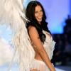Frecuencia Showbiz: desde el musical Hamilton hasta una conversación con la modelo Adriana Lima