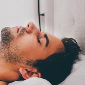Megdöbbentő különbség a 6 és 8 óra alvás között