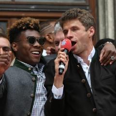 """Meisterfeier mit Thomas Müller: """"Gebt mir ein H!"""""""