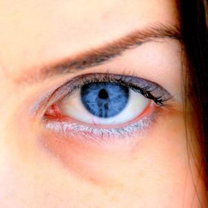 A kék szemű emberek mindannyian rokonok