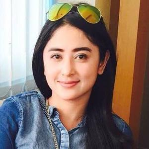 Thonz.com - Dewi Perssik - Indah Pada Waktunya Ost Centini