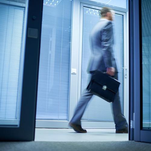 Darf man als Arbeitsnehmer pünktlich nach Hause gehen, auch wenn die Arbeit noch nicht gemacht ist?