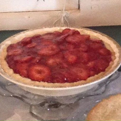Episode 10 - House Of Pies (Fresh Strawberry Pie & Toll House Pie)