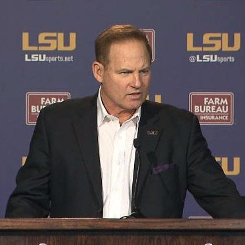 Les Miles Speaks at High School Coaches Convention