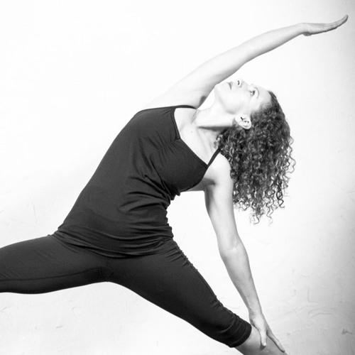 Vinyasa yoga avec Amie Mouneimné