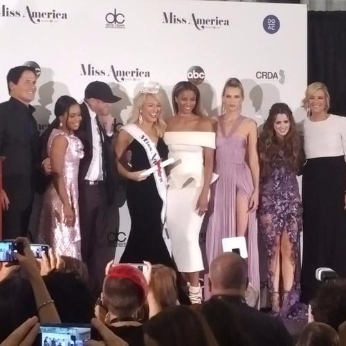 Laura Marano And Gabby Douglas Fangirl At Miss America 2017