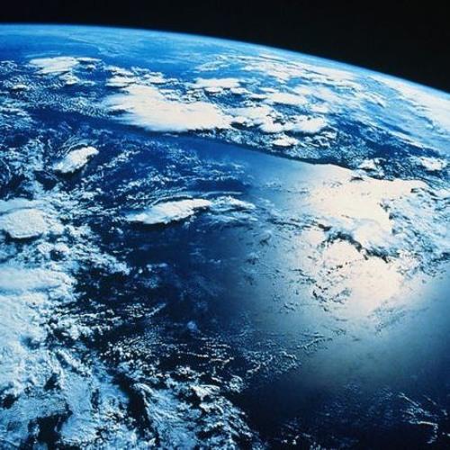 A Föld lapos, a klímaváltozás kamu, az égből meg űrállomások potyognak