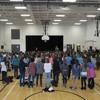 Une chanson à l'école de tous les élèves de l'École Sans-Frontières