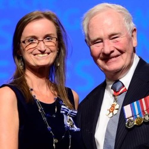 Nicole Edwards surprise de recevoir la Médaille du service méritoire photo: Sgt Johanie Maheu