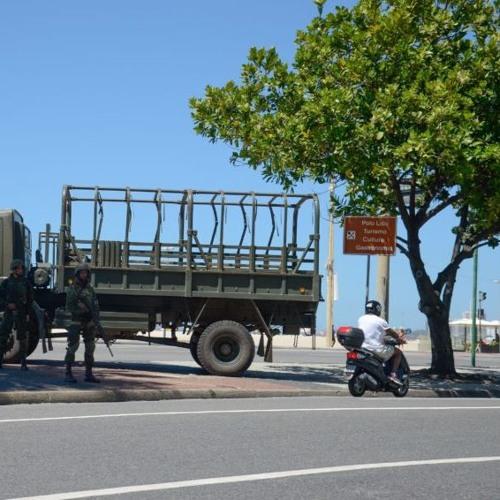 Homem é morto por fuzileiro naval no segundo dia das tropas no Rio