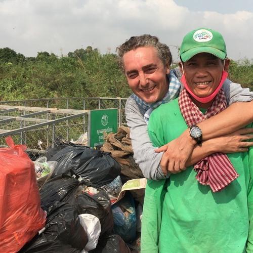 Vlaamse vuilnisophaler In Cambodja