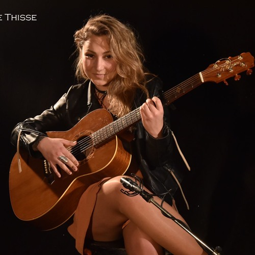"""Pauline Thisse interprète """"Lost On You"""" en live"""