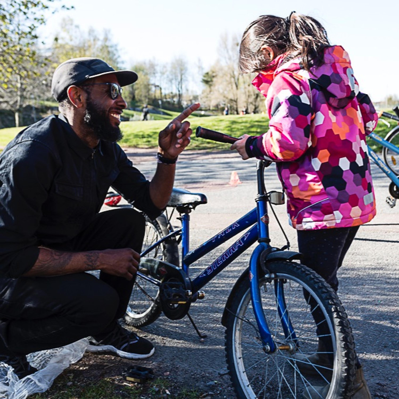 Avsnitt 9 Cykling för vunna i Gårdsten, Cykelhistoria och cykelvänliga arbetsplatser