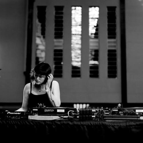 Chloe Frieda Live at Tate Lates