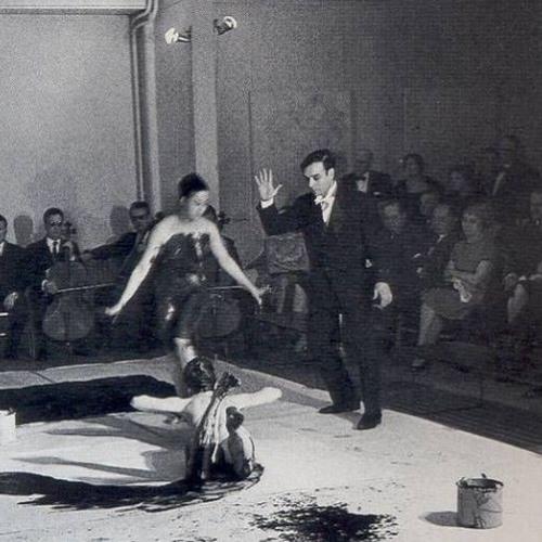Ep. 17.  Conversación sobre la performatividad argentina basada en la obra de Yves Klein