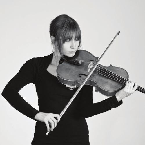 Violist Christina Ebersohl