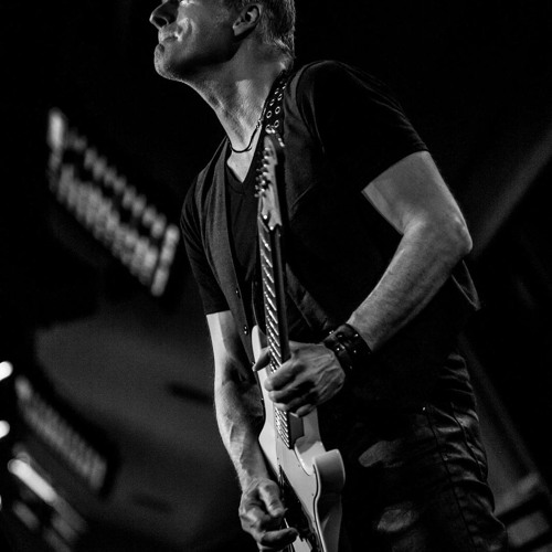 ELIOT LEWIS of Hall & Oates band chats with S&S!