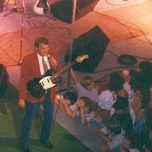 """Hazard Skies"" - Glen Campbell Performs Southern Nights at the 1987 Black Gold Festival"