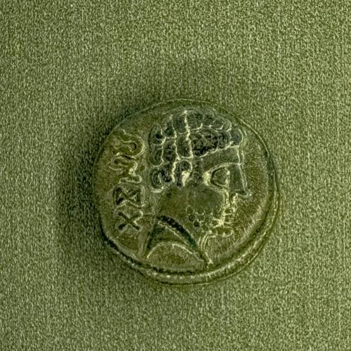 Susurro de denario celtibérico: «asiéntate»