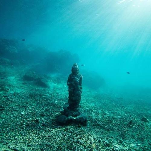 Die Meeresgöttin hüllt dich in Geborgenheit
