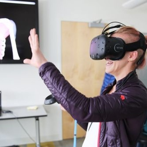 Anatomy students use virtual reality to get a different view of the human body