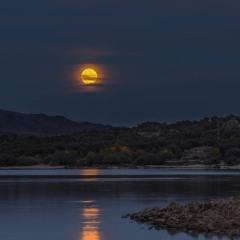 """Mångatan. Reflejos de la Luna en el Jerte de """"El Bailaero de las Gitanas"""" Francisco López"""