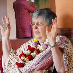 Yamuna Devi Dasi - Responsive Govindam Prayers + Ecstatic Kirtan - Chowpatty - 2006