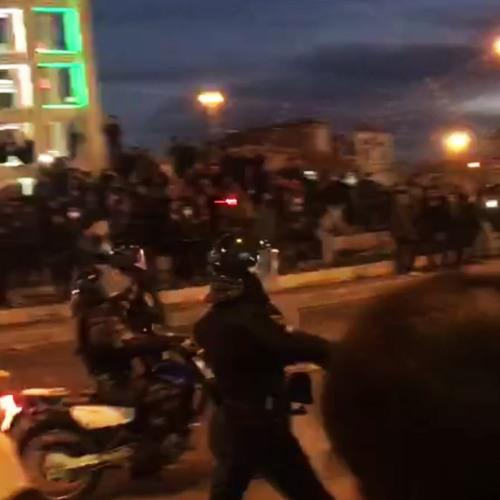 چرا بیشتر تجمعهای اعتراضی شب برگزار میشوند؟