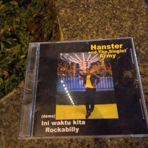 Hanster And The Singlet Army - Kami hanyalah seniman