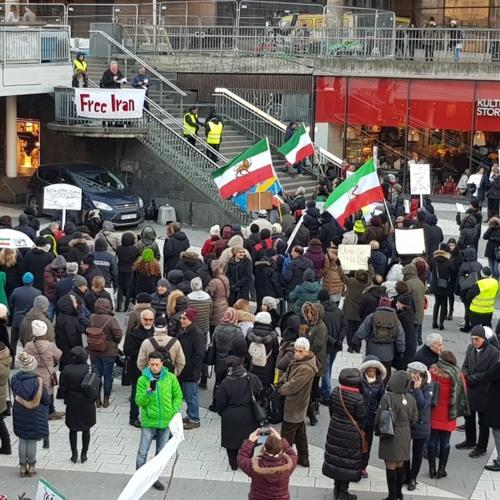 گفتوگو با مهرداد درویشپور درباره تجمع حمایت از اعتراضات ایران در شهر استکهلم، سوئد
