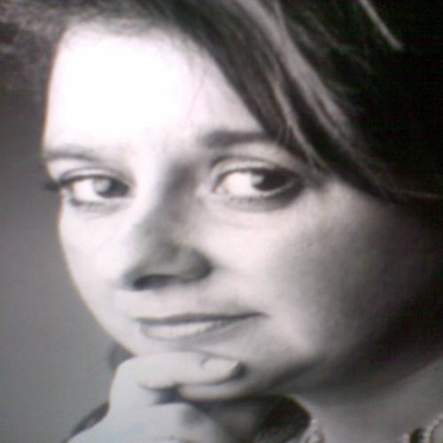 Julie Vivienne singing Puccini's Vissi D'arte from Tosca