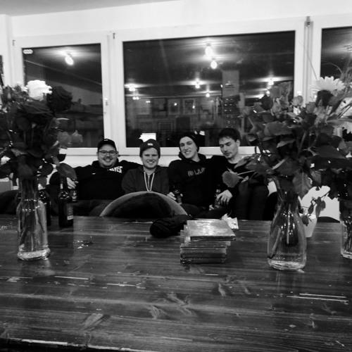 Pamir: Twoonacouch und noch jemand auf der Couch