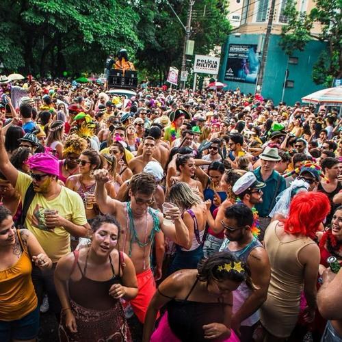 Politização é uma das marcas do carnaval de rua de Belo Horizonte