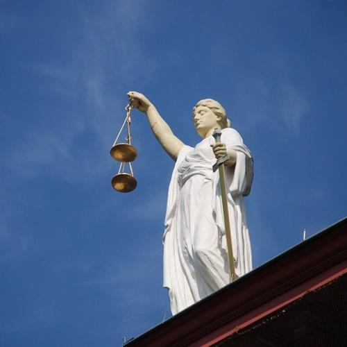 Os surtos da Justiça: enxerga o que não existe, não enxerga nada ou é tendenciosa