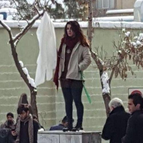 گفتگو با یکی از دختران خیابان انقلاب