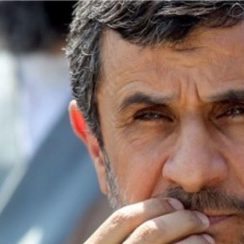 احمدینژاد: ادامه حضور سران سه قوه در قدرت با چالشهای مهمی روبرو است