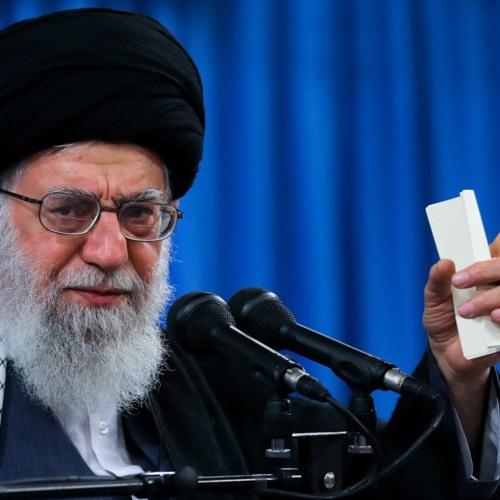 ساعت ششم  - چرا روسری برداشتنهای «حقیر» برای خامنهای مهم است؟