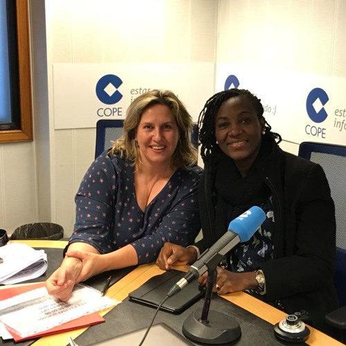 Entrevista de Cristina López Schlichting a la farmaceútica nigeriana Ebele Okoye